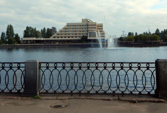 Сотрудники Следственного комитета работают на месте убийства Александра Петрова. Фото: РИА Новости
