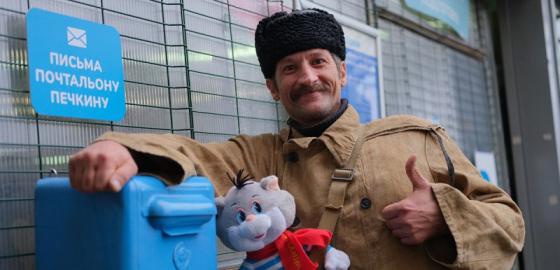 Почтальону Печкину подарили велосипед