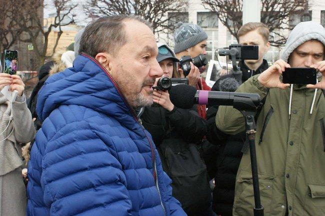 Лев Щеглов выступает на акции памяти Бориса Немцова. Фото: facebook.com