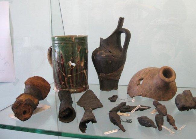 Находки археологов из Ниеншанца и Ландскроны. Фото: Википедия