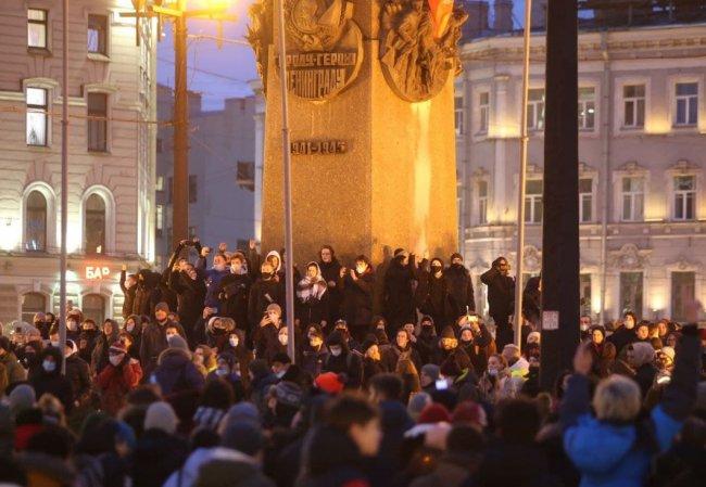 Участники акции протеста 23 января на пл. Восстания в Петербурге. Фото: Fontanka.ru