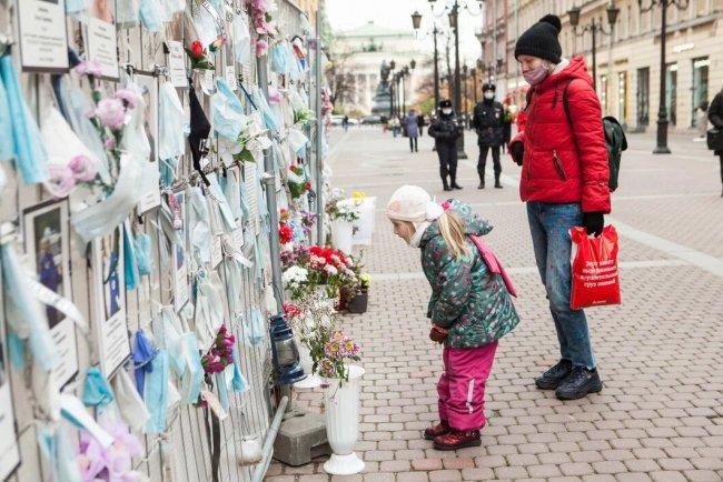 Стена памяти до начала демонтажа. Фото: Елена Лукьянова / «Новая газета»