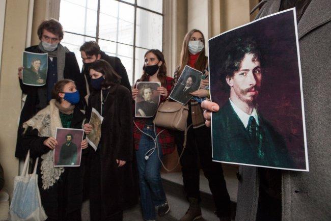 Студенты, протестующие против проведения выставки в музее Академии художеств. Фото: Елена Лукьянова / «Новая в Петербурге»