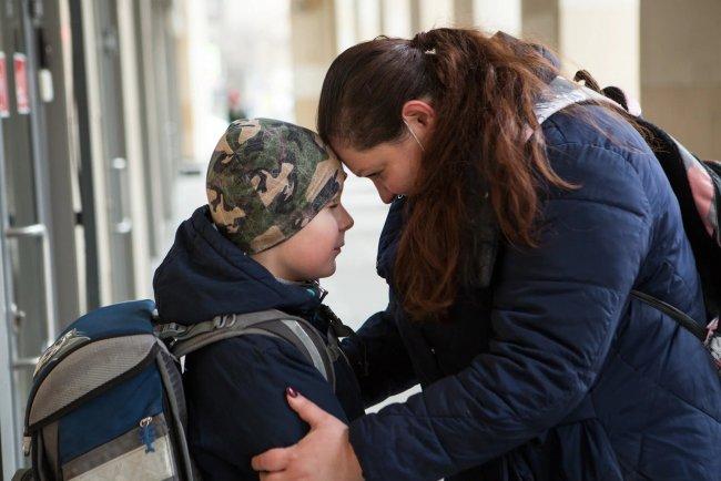 Дарья Титова с сыном Гошей. Фото: Елена Лукьянова / «Новая»