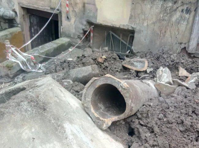 Место прорыва трубы горячего водоснабжения на Измайловском проспекте, сентябрь 2018 года. Фото: Анастасия Гавриэлова